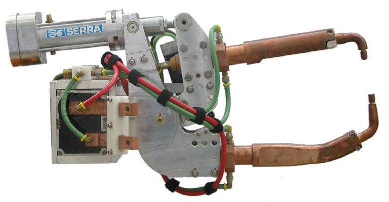 Robotkarra szerelt SERRA ponthegesztő pisztolyok X-45